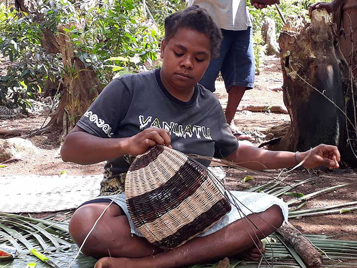 A young woman from Vetimbosso weaving a Half-Moon Basket