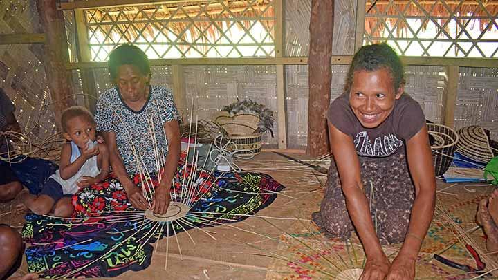 Vetimboso Women Weaving